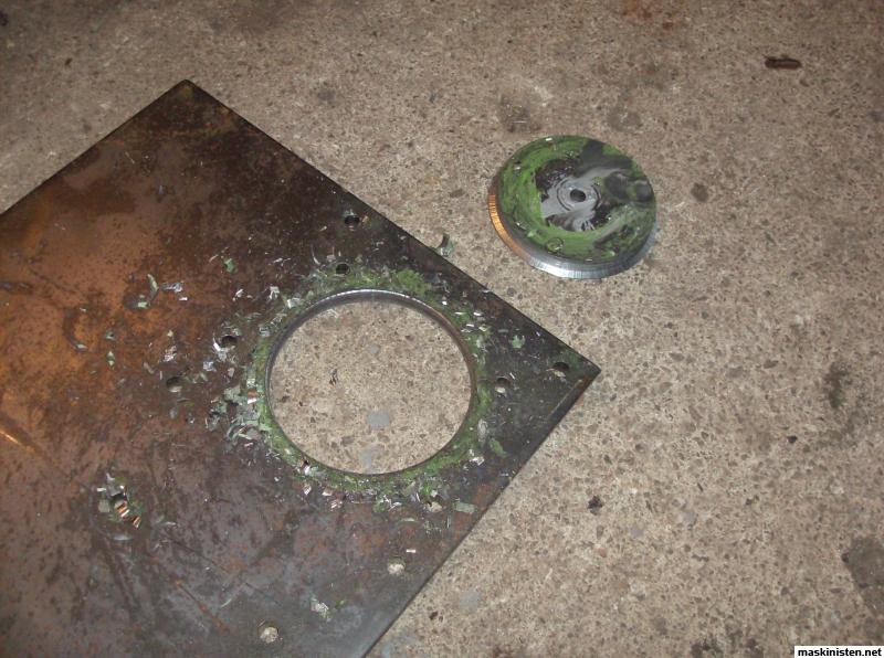 borra stora hål i metall